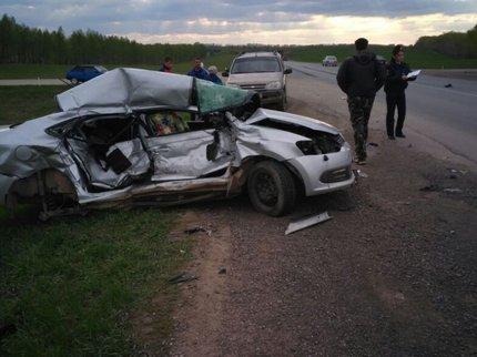 В Башкирии грузовик столкнулся с легковушкой, есть жертвы