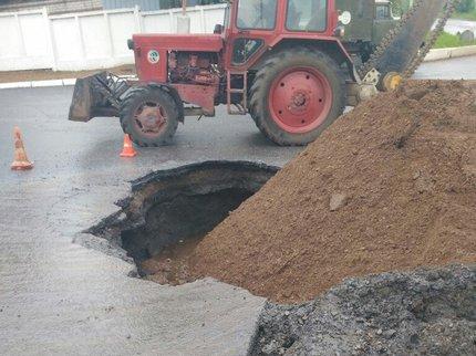 В Уфе образовалась яма на пересечении улиц Кислородной и Юбилейной