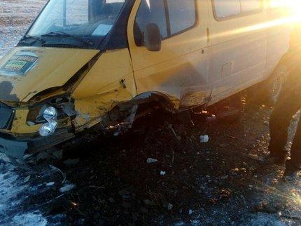 В Башкирии иномарка ударила маршрутку, есть пострадавшие