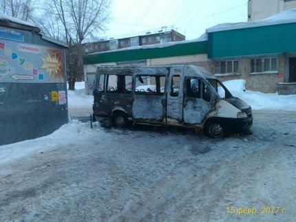 В Уфе этой ночью сгорел микроавтобус